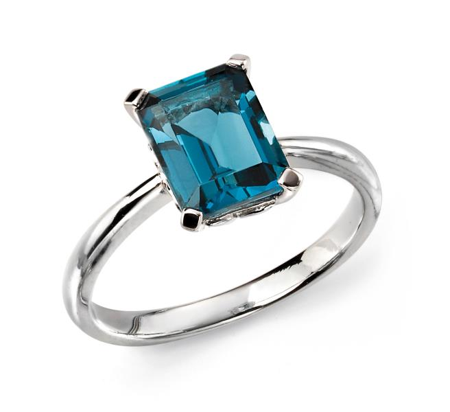 9ct White Gold London Blue Topaz Ring