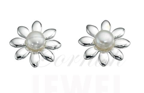 Silver Pearl Daisy Flower Stud Earrings
