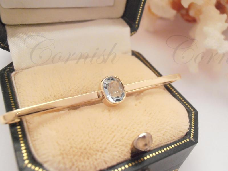 Vintage 15ct Gold Aquamarine Brooch Pin