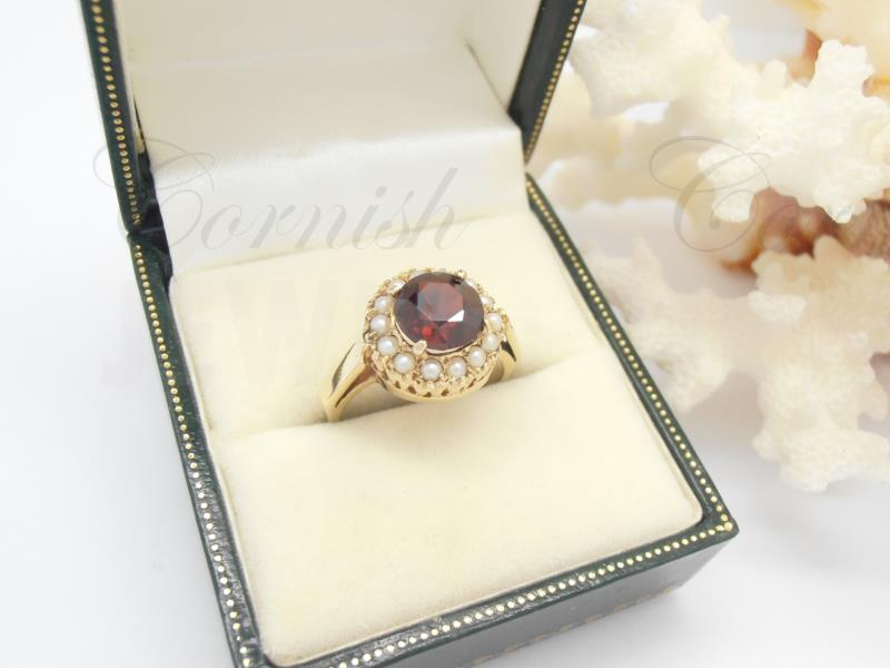 Vintage 9ct Gold Garnet & Pearl Ring