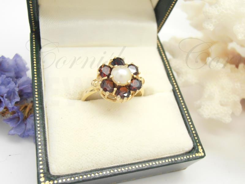 Vintage 9ct Gold Garnet Pearl Cluster Flower Ring
