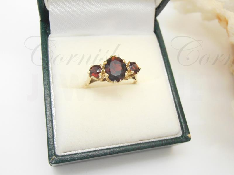 Vintage 9ct Gold Garnet Trilogy Ring