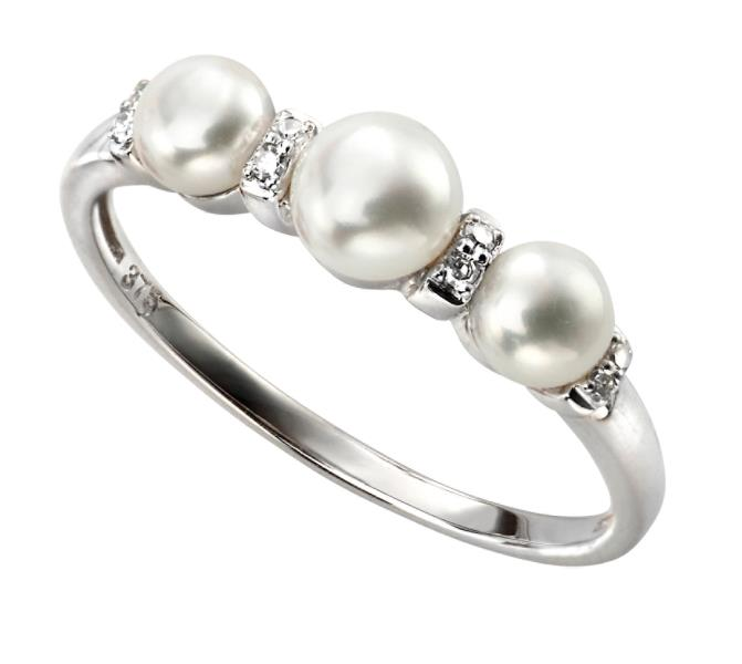 White Gold Three Pearl And Diamond Ring